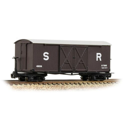 393-028 Bachmann Bogie Covered Goods Wagon SR Brown